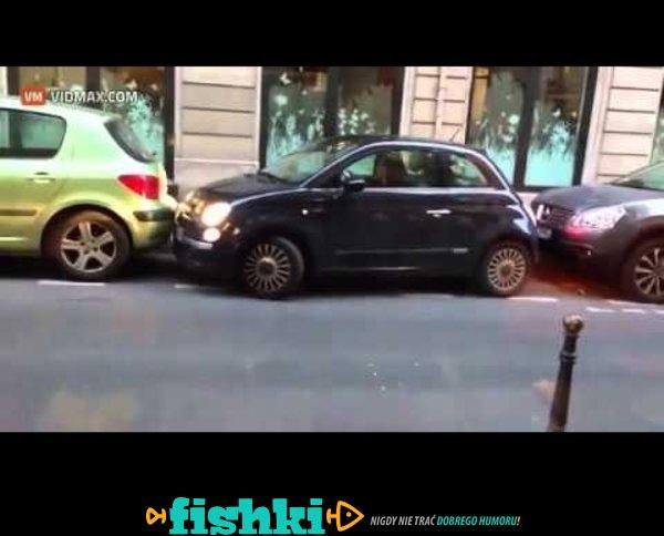 Kobieta mistrzynią parkowania!