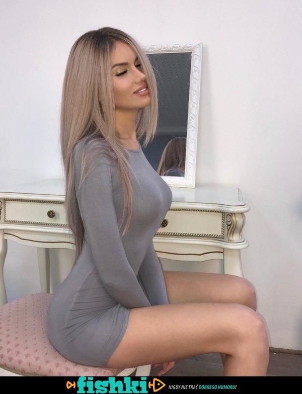 W obłędnych sukienkach