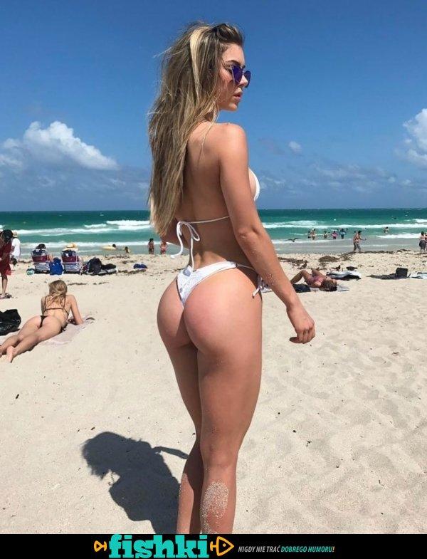 Piękności w bikini - zdjęcie 25
