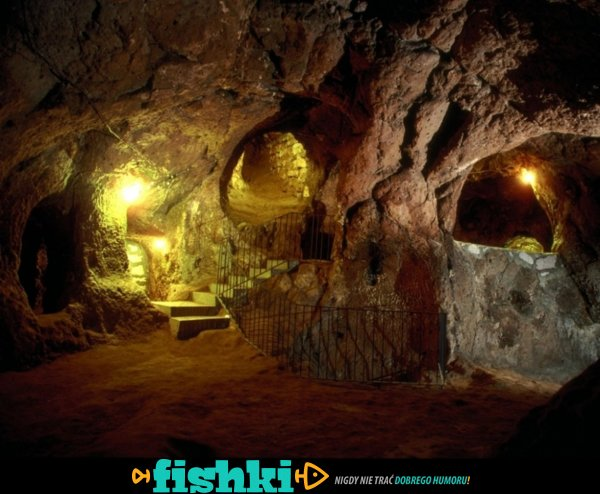 Podczas remontu piwnicy odkrył starożytne podziemne miasto - zdjęcie 1