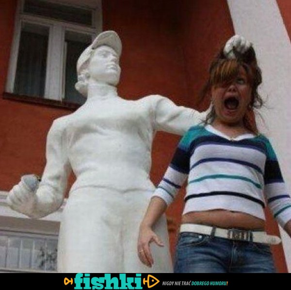 Śmieszne zdjęcia z pomnikami - zdjęcie 1