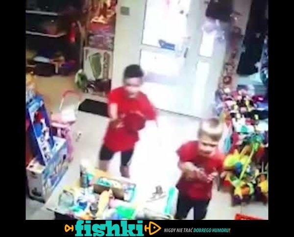 Dzieci napadły na sklep z zabawkami
