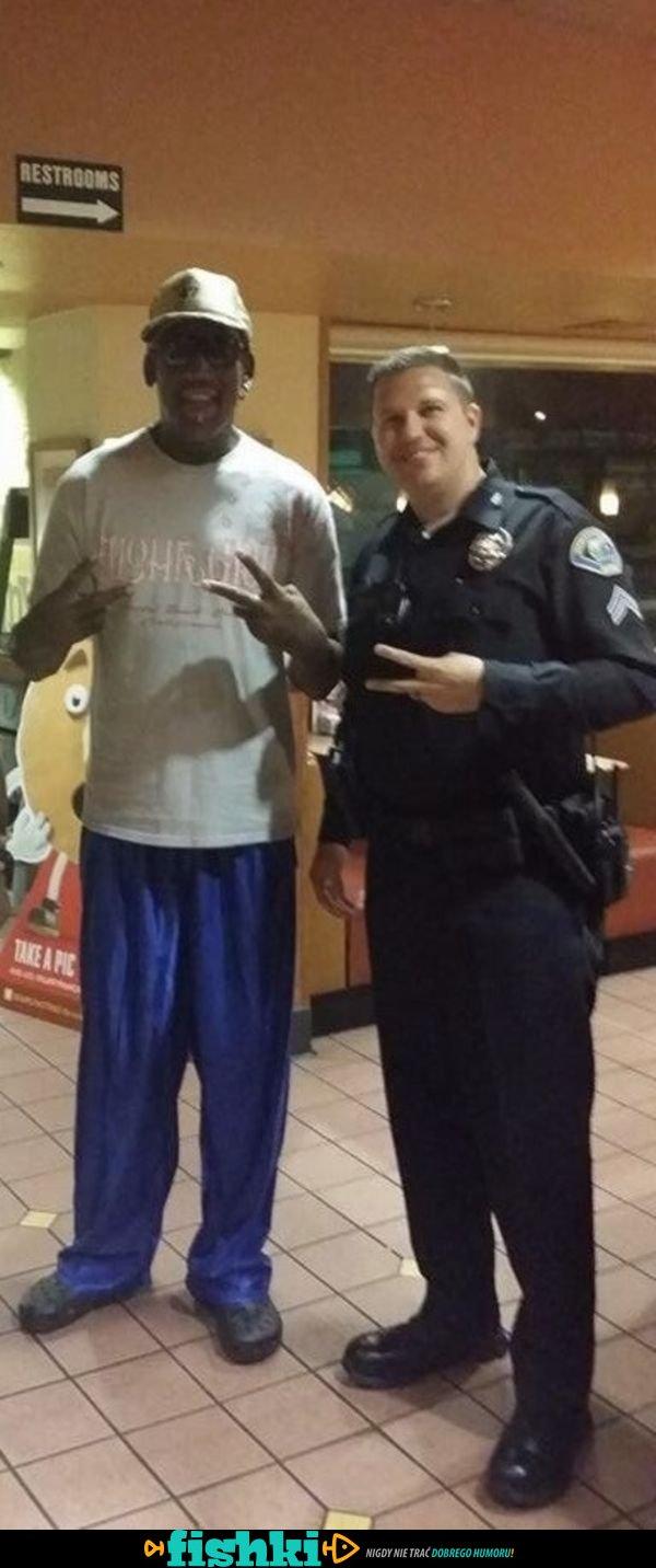 Wyluzowani policjanci