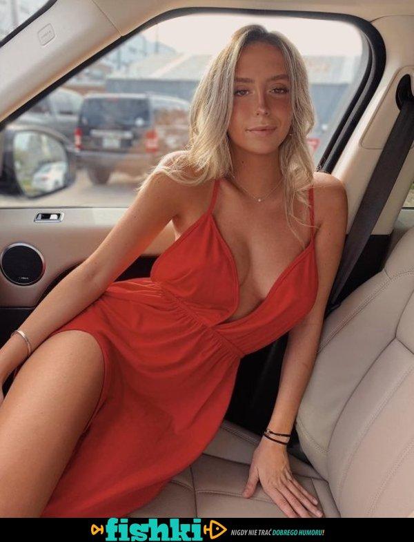 Dziewczyny w letnich sukienkach - zdjęcie 1
